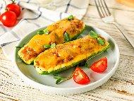 Рецепта Лодки от тиквички на фурна, пълнени с яйца, сирене и кашкавал